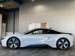 ディーラー車・ワンオーナー・純正HDDナビ・Bluetooth・AUX・USB・社外地デジチューナー・フロント&バックモニター・BMWコネクティッドドライブプレミアム付です。