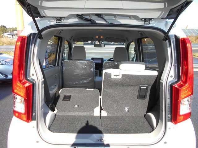 ●分割型のシートは乗車人数や荷物の量に応じてシートアレンジができて便利です●