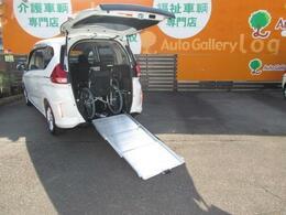 開口高1295mmと広々☆車いすの形状によっては、乗車が難しいものもございます。(車いすは装備例)