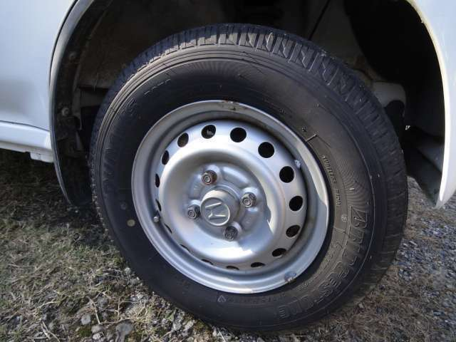 タイヤの溝もまだまだあります