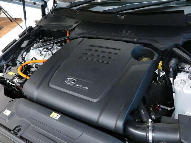 新開発2.0L INGINIUMターボチャージドエンジンにモーターを搭載するPHEVはご自宅に200Vの電源があれば街乗りではほとんどガソリン消費をせずお乗りいただくことができます。さらに加速にも驚かれることでしょう…