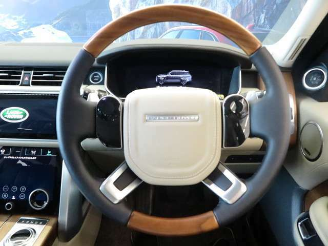 ランドローバーブランドの特徴をしっかりと受け継ぐ水平基調のシンプルなデザイン、は乗る人にいつでも新鮮な気持ちにさせてくれるだけではなく、直感的な操作を可能としてくれます。