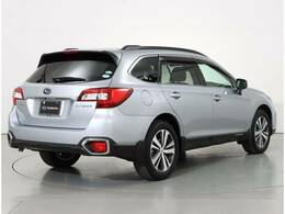 SUBARU 認定U-Carは2年間、走行距離無制限の「SUBARUあんしん保証」が付きます。主要部品から純正用品までを保証対象とし、万一の故障の際は、全国のSUBARUディーラーで無料修理が受けられるので、安心です。
