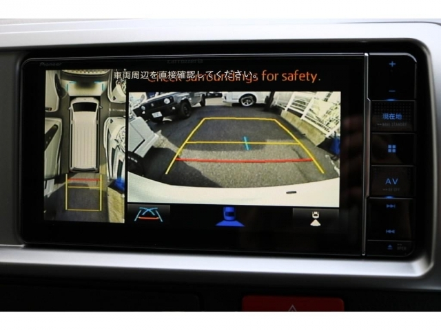 メーカーオプションのパノラミックビューモニター装着しており、車体の大きいハイエースでも駐車が楽にできます!!
