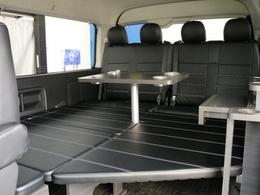 リヤ席のセンターテーブルが迫力のあるFLEXオリジナルシートアレンジVer1.5!!