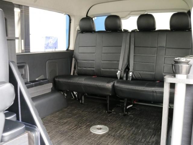 シートのアレンジ次第で大きな荷室スペースとしても使用することができ、可能性は無限大です!!
