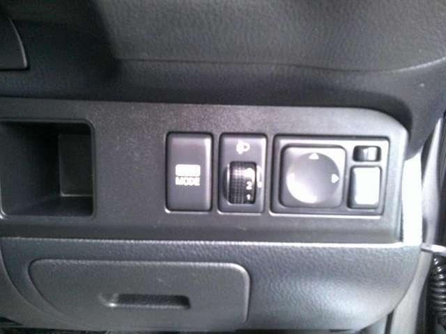 ヘッドライトの高さを張際することが出来るレベライザー・ECOモードで燃費向上
