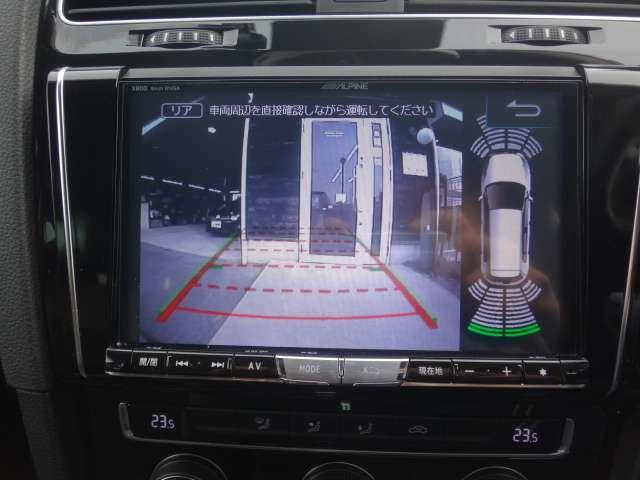 リアカメラ・オプティカルパーキングシステム付いています。車庫入れが苦手な方でも安心ですね