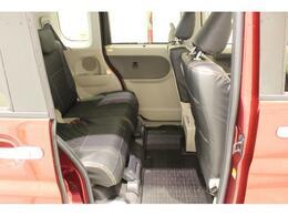 【後部座席】座り心地もよくゆっくりおくつろぎできます。足元スペースもしっかりございますので是非一度実際にお掛けになってみてください!
