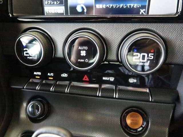 オートエアコンを装備。設定した温度に合わせて温風と冷風を出して室内の気温を調節する快適装備になります。