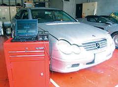 欧州車・アメリカ車専用のテスター(診断機)を完備しています。