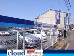 ブルーの看板に、ブルーののぼりが目印!寝屋川市の中古車販売店『cloud(クラウド)』です!