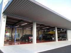指定工場完備。簡単な整備から車検までなんでもお任せください。