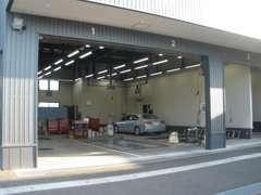 納車時全車に信頼のディーラー整備お付けします。ホンダ車専任のサービススタッフが心を込めて整備します