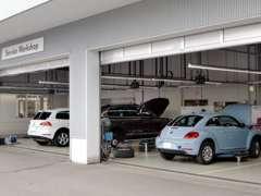 VWを知り尽くしたマイスターのエンジニアが隅々まで整備。勿論専用の診断機もございます。購入後のメンテナンスもお任せ下さい。