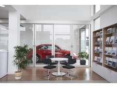 『New Car Delivery Room』お車を眺めながらご納車致します!