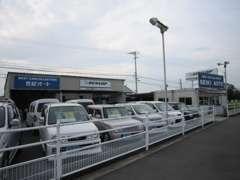展示場に並んでいる車には、全車保証付で販売しております。ぜひご覧下さい!