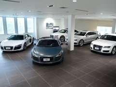 新車ショールームならではの高級感!ゆったりと高品質な認定中古車をお選びください