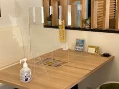 パーテーション・消毒用アルコール設置はもちろん、スタッフの体調管理・マスク着用・手洗い消毒も徹底しております。