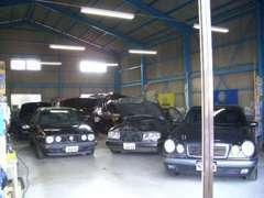 屋内展示場完備♪悪天候でもゆっくり、納得するまで車両をご覧いただけます☆