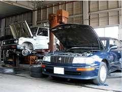 当社の車検・整備は、提携している整備工場で細部までチェックしているので安心です!