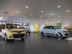 ショールームには最新のルノー車を展示中です!
