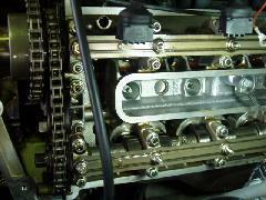 V8エンジン内部です。定期的にオイル交換してるのでキレイです