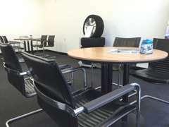 認定中古車センターにも商談スペースを設けております。お気軽にお立ち寄り下さい。