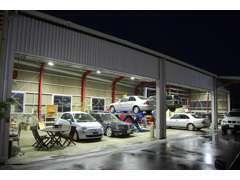 隣接している陸運局認証サービス工場、車検メンテナンスもOK。