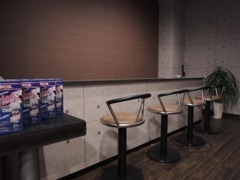 バーカウンター調の商談スペースです。美味しいコーヒーでもいかがですか^^