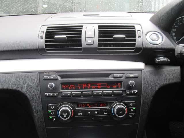 CD AM・FM AUXあらゆるメディアをお楽しみ頂けます♪デュアルオートエアコン搭載で運転席、助手席と独立でエアコン温度の設定が出来ますよ♪