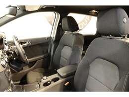 クオリティの高い状態が維持されたブラックファブリックシートを設定!運転席メモリー機能付きパワーシート、シートヒーター、ランバーサポートを搭載しドライバーをサポートします!