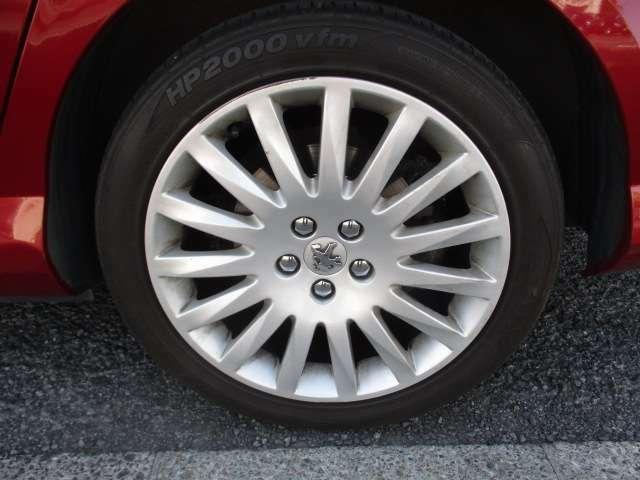 今回車輌ご購入のお客様に純正タイプAWとスタッドレスタイヤ新品を安価にて販売しますので詳しくはスタッフまでお問い合わせください。