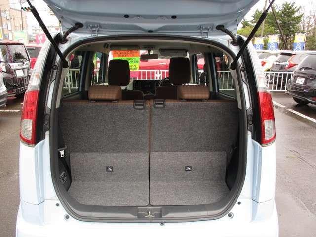 後部座席を起こした状態 後部座席は片側ずつ倒す事も可能です。