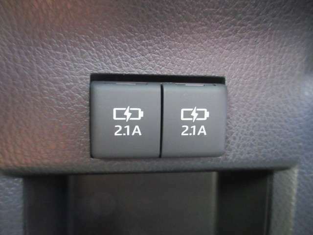 リアシート用USBケーブル接続用ポート