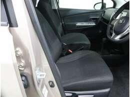 運転席のハンドル・シートは高さ調整が可能です
