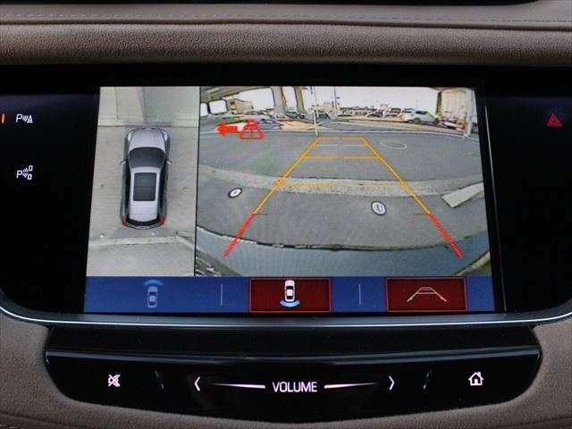 バックカメラだけでなく全方位カメラが付いているので駐車時も安心です