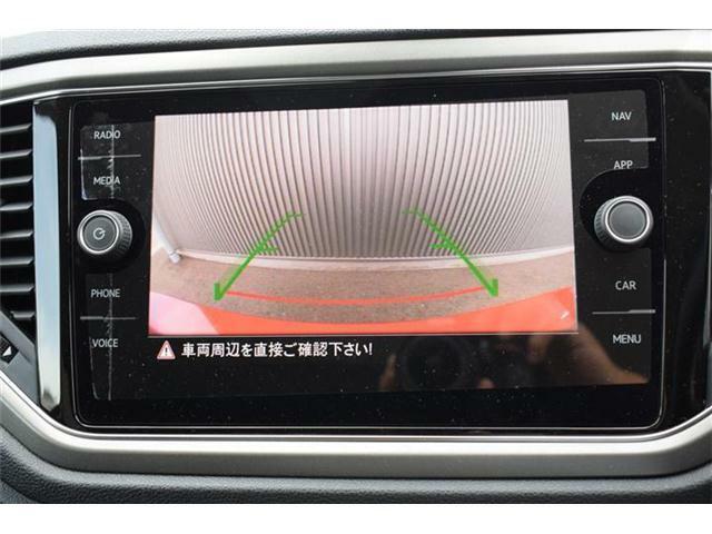 リヤビューカメラ搭載。リヤトラフィックアラート(後退時警告・衝突軽減ブレーキ)搭載。バックで出庫する際の後方の安全確認をサポートする機能です。