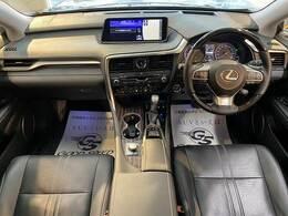 高級感溢れる車内を演出する【黒革シート】です。