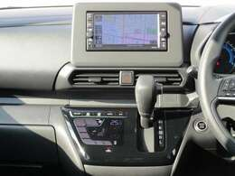 クッキリ綺麗なフルセグTV!簡単操作の純正メモリーナビで知らない道でも安心です☆SD&USBオーディオ対応♪(MJ119D-W)。タッチパネル式のオートエアコンで車内もずっと快適です♪