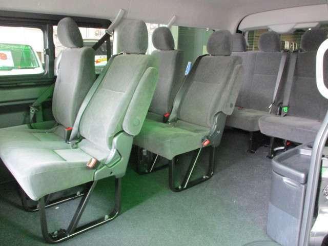 乗車定員10名!送迎には大活躍です!個人使用の場合、弊社オリジナルシートアレンジのトランスフォームシリーズにて3列ロングスライドシートに変更もできます!!