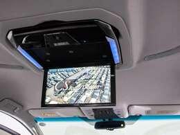 ALPINE製12インチ後席フリップダウンモニター装備!後席の方も一緒にご覧になれます!ドライブも大勢で楽しく行けますね!