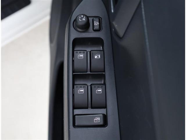 電動リモコンタイプのドアミラースイッチも使いやすい位置にあります。