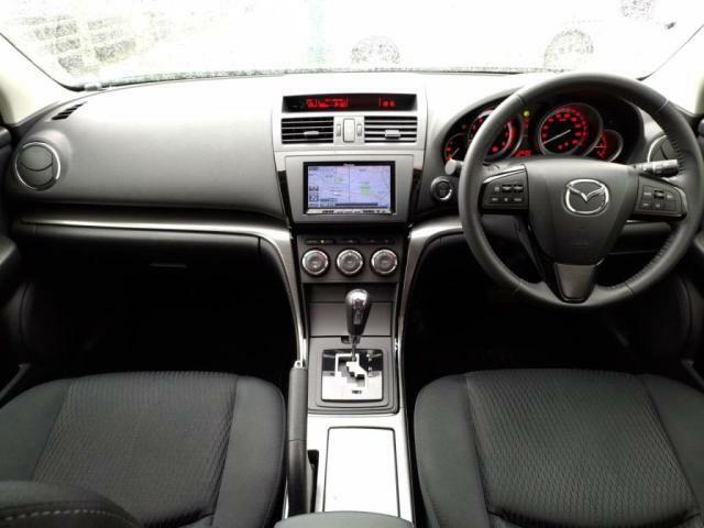 運転席周りはすっきりしており運転に集中できる空間となります。