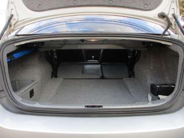 Bプラン画像:トランクルームは後部座席背もたれを倒すと車内とつなぐ事が可能です♪長さの有る物も積むことも出来ます♪