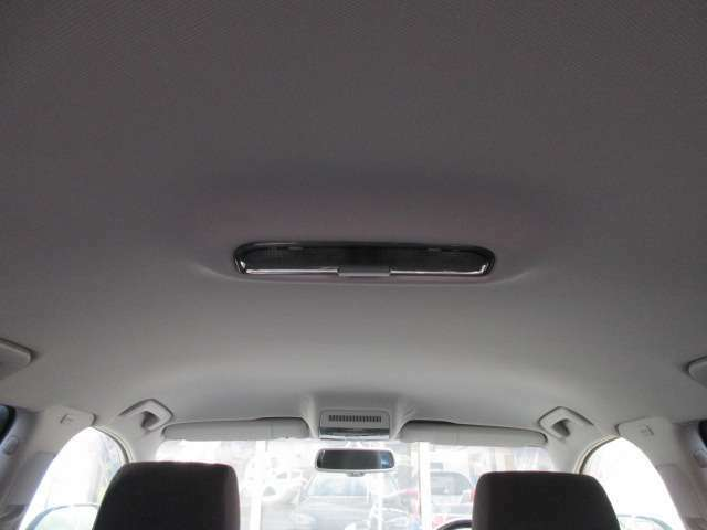 Bプラン画像:輸入車にありがちな天張りの剥がれや垂れ等もなくキレイな状態です♪清潔感の有る車内となっております♪