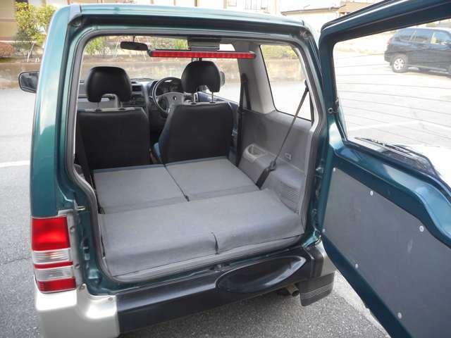 2WDとハイ/ロー2スピード4WDの、3つの走行モードから選べるイージーセレクト4WDを装備。