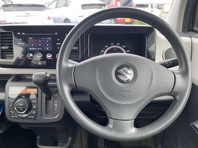 使いやすくシンプルな運転席まわり