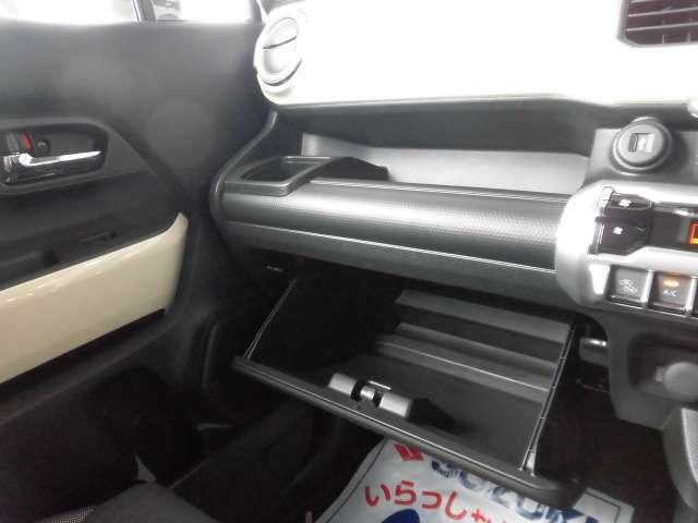 助手席周り収納スペース☆無料保証付き販売車です! ☆全国どこへでも! 陸送可能(有料)ですので、県外の方も是非ご相談ください!