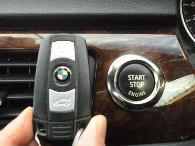 スマートキー標準装備☆お車の乗り降りに便利なのはもちろん、盗難防止にもお役立ち♪